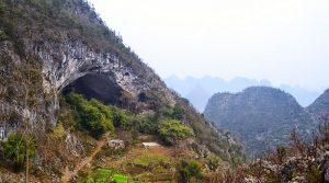Barlangban kialakított kis faluban élnek